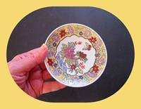 Uzakdoğu bir çift mini dekoratif tabaklar resmi
