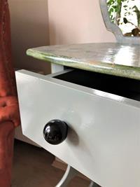 Ahşap doku çalışmalı aynalı dresuar makyaj masası resmi