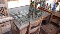 Masif eskitme masa ve 4 sandalyesi resmi