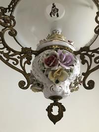 Antika italyan capodimonte porselen gövdeli-opalin camlı pirinç büyük boy alaaddin avize resmi