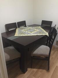 Çok temiz yemek odası takımı resmi