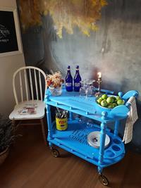 Mavi eskitme servis arabası resmi