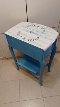Antika değerinde  bodrum mavi eskitme çift çekmeceli aynalı dresuar takımı resmi