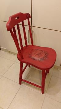 Antika masif yenilenmiş lale kırmızı thonet sandalye resmi