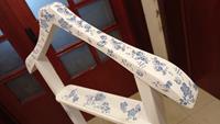 Chalk eskitme çini mavi desenli vintage dilsiz uşak /  askı resmi
