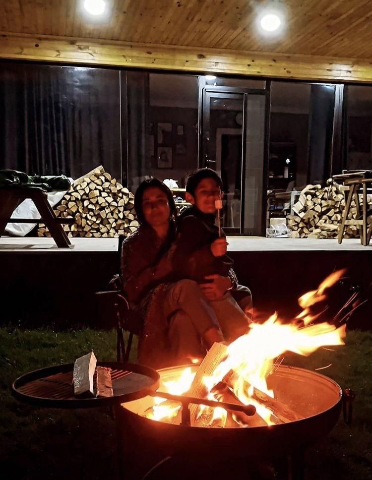 Bahçe şöminesi (ateş çukuru ) portatif ızgaralı resmi
