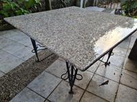 Granit yemek masası resmi