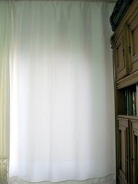 Beyaz renk güneşlik perde resmi
