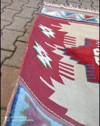 El dokuma kilim-halı resmi