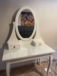 Ikea makyaj masası & sandalyesi resmi