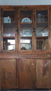 Ahşap vintage vitrin