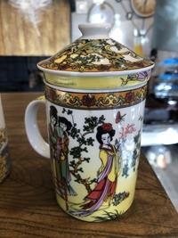 Porselen çay demleme kupaları resmi