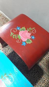 Aykırı formda vintage çiçek motifli el boyama 3 lü zigon sehpa resmi