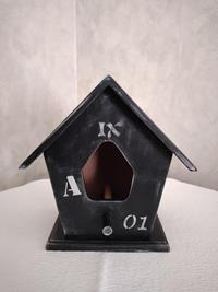 Ahşap kuş evi resmi