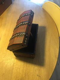 Ahşap metal çivi  motifli kutu resmi
