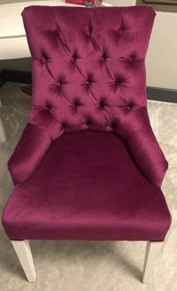 Fuşya kadife sandalye resmi