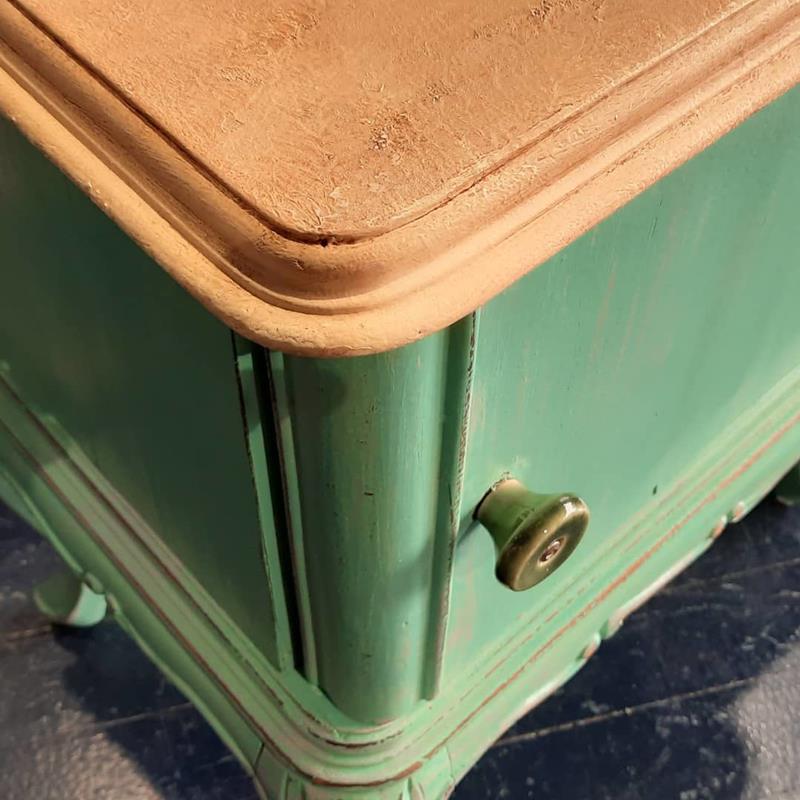 Yeşil tek komodin  resmi
