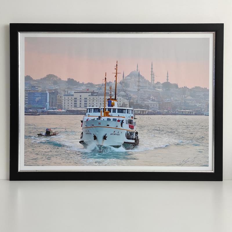 Ahşap çerçevesinde büyük boy ( motobel camlı ) sanatçı imzalı koleksiyonluk - özel - nadir şehirhatları vapuru fotoğrafı resmi