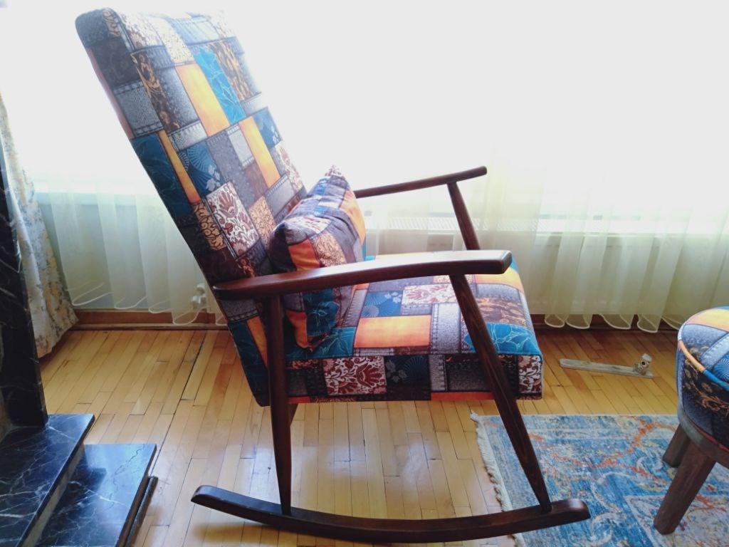 Sallanan koltuk ve puf resmi