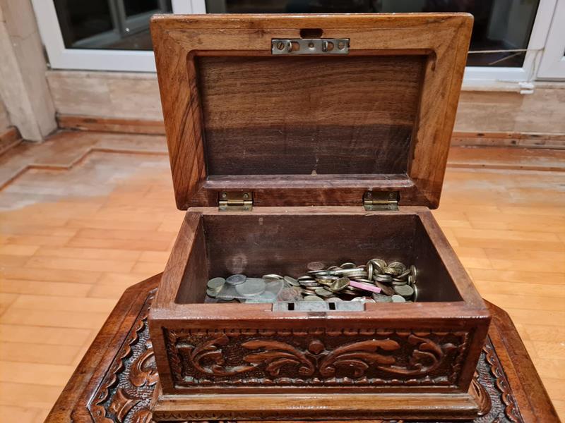 Ahşap el oyması  kutu aile yadigarı resmi
