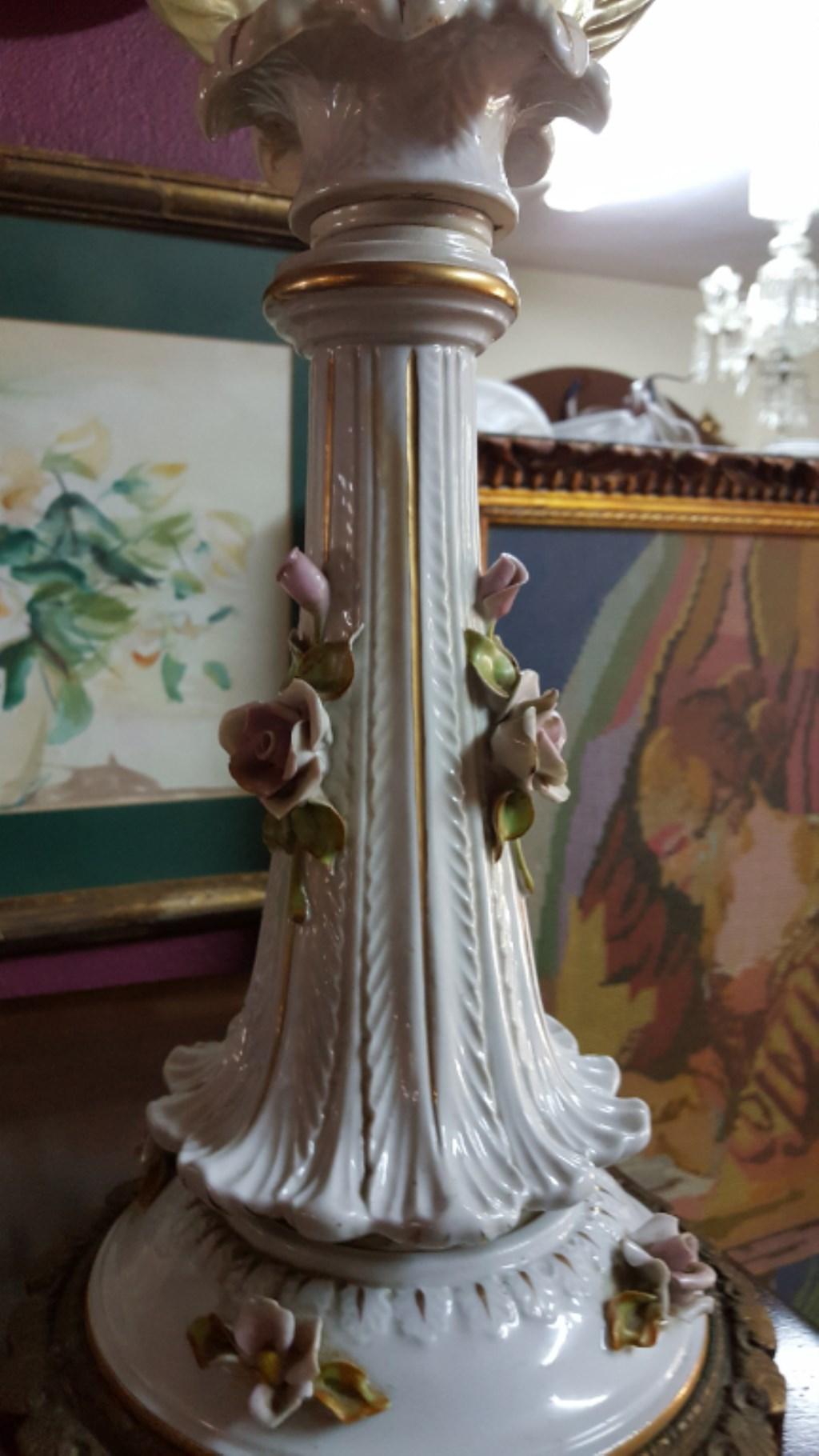 Antika İtalyan Cappidomonte porselen pirinç ayaklı 2 adet abajur resmi