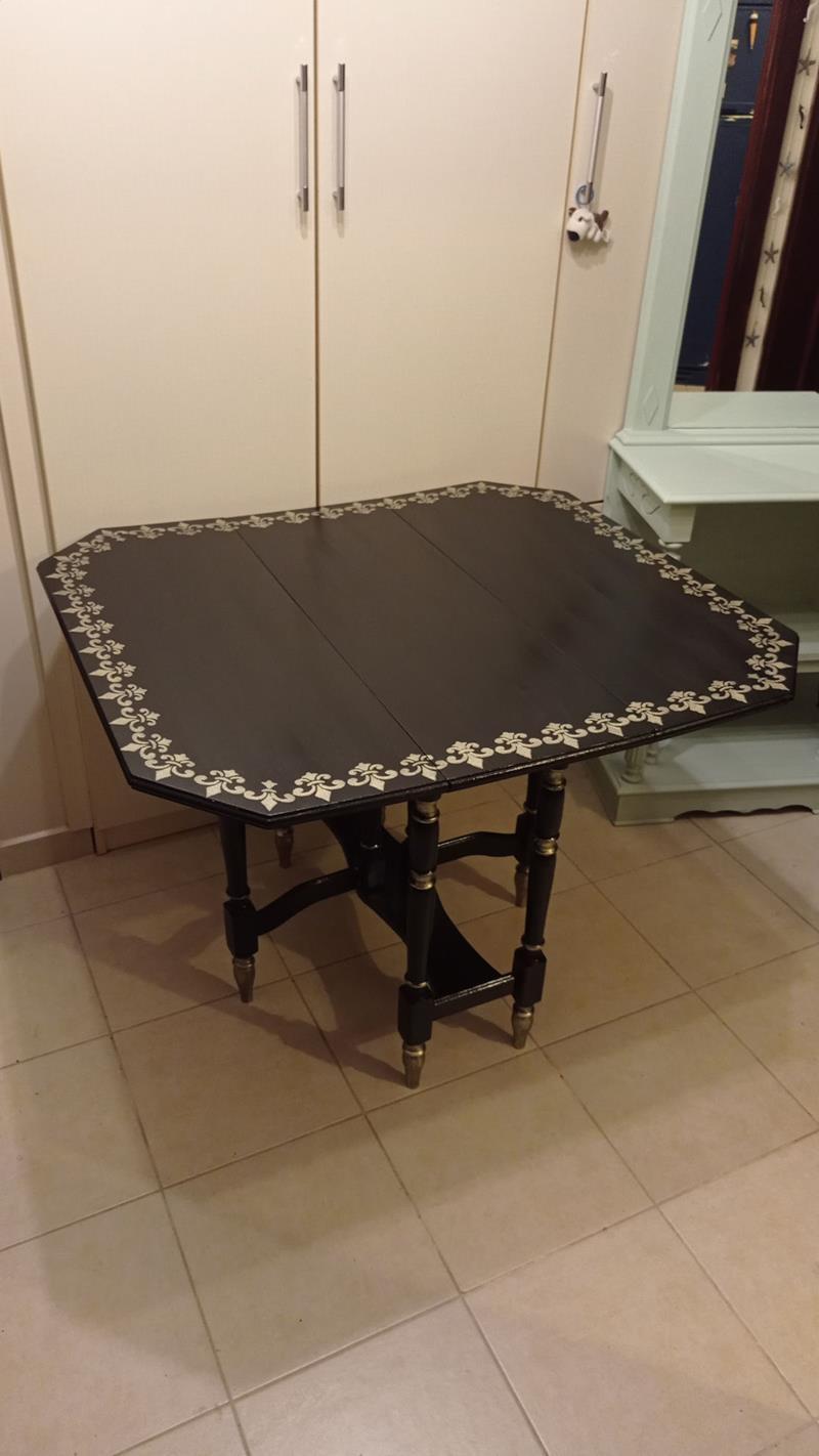 Antika masif siyah lake cilalı  thonet ayak katlanır masa resmi
