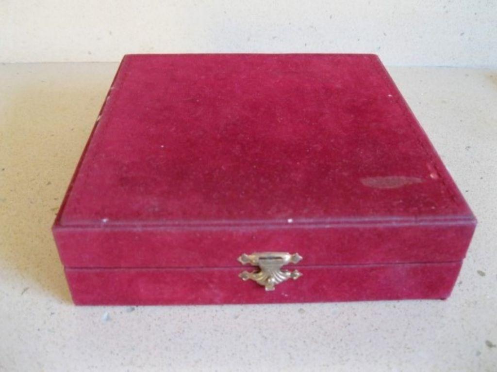 Vintage Bordo Kadife- İçi Tafta Kumaş Kutu resmi