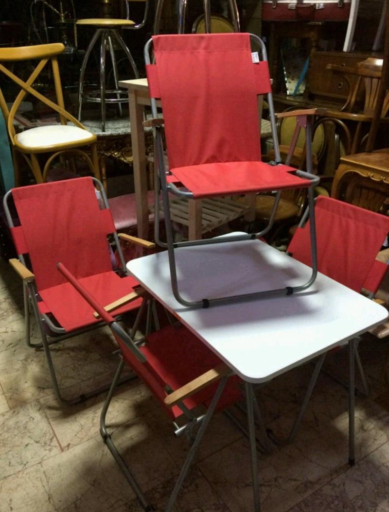 4 adet kamp sandalyesi ve masa resmi