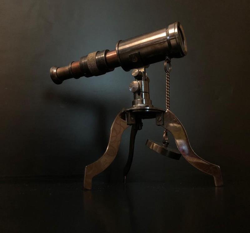 Tamamı pirinç malzemeden yapılmıştır koleksiyonluk ayaklı dekoratif teleskop resmi