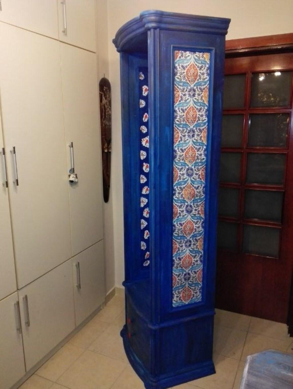 Antika maviş çini motifli masif vintage portmanto dolap resmi