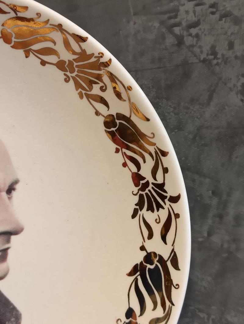 Sümerbank damgalı antika porselen atatürk portresi bulunan duvar tabağı dekoratif altın yaldızlı resmi