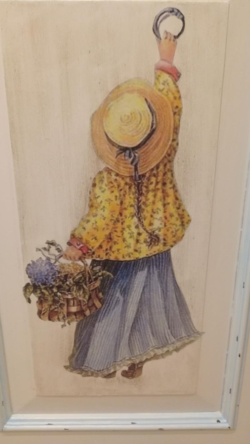 Antika chalk eskitme kız motifli yüksek dresuar/etajer resmi
