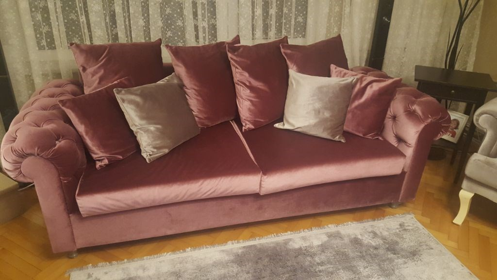 Pembe chesterfield koltuk ve berjer