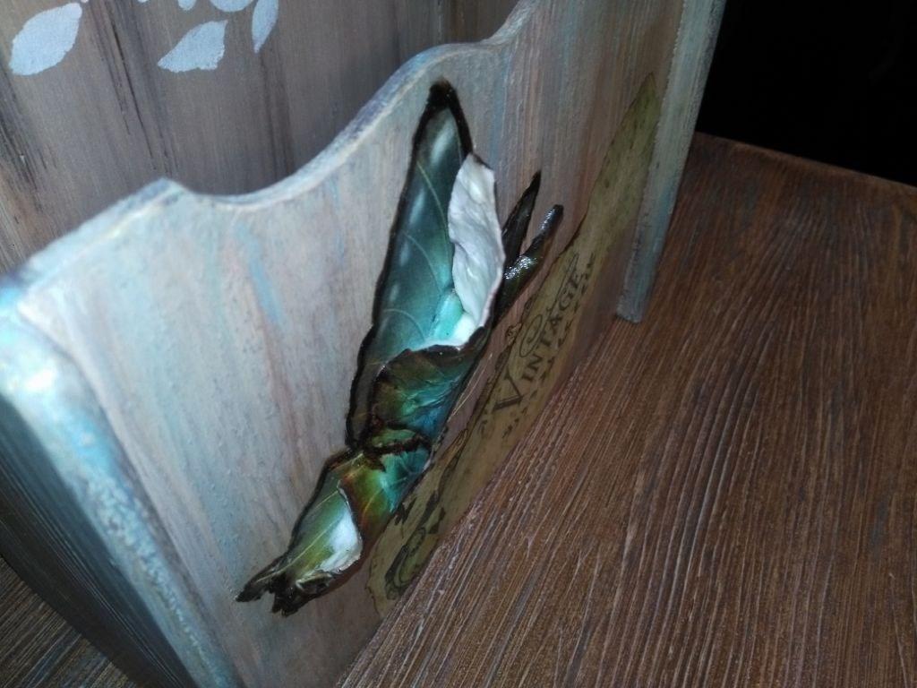 Pastel Tonlarda Dekoratif Kabartma Kelebekli Tasarim Posta Kutusu resmi