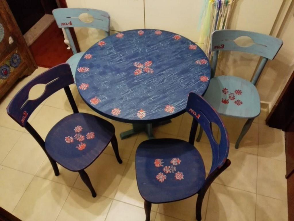Lacivert-Mavi-Kırmızı Eskitme Marangoz işi 4'lü Thonet Sandalyeler resmi