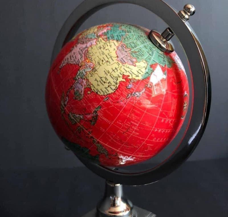 Kırmızı retro dünya küresi resmi