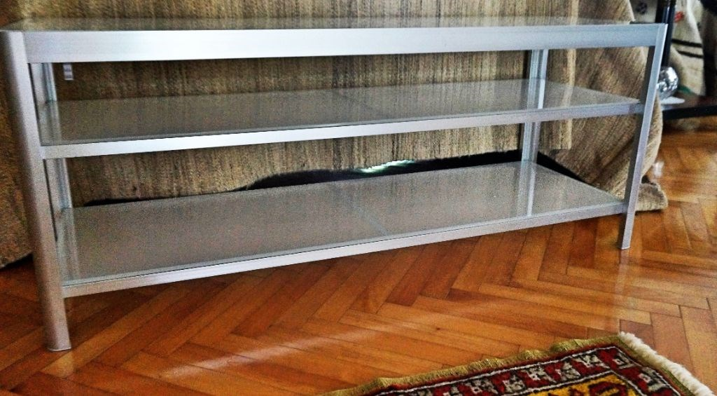 IKEA Metal ve Cam TV Sehpası resmi