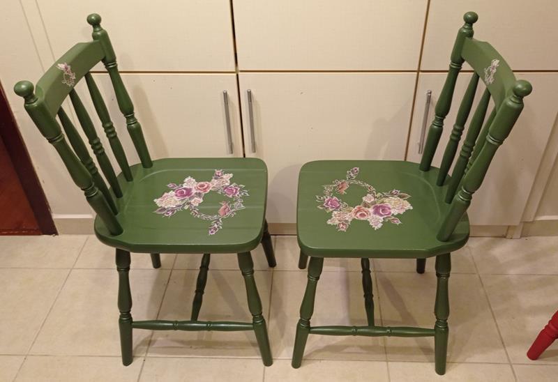 Antika topuzlu kuş ve çiçek temalı yesil  thonet sandalyeler resmi