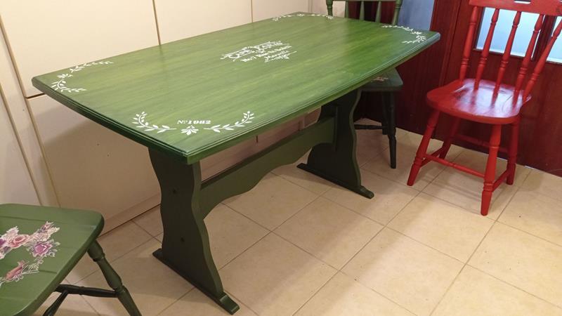 Leaf green eskitme vintage desenli ahşap masa resmi