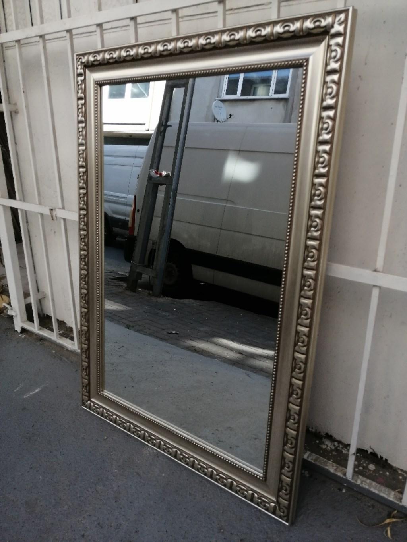 Gümüş kaplamalı, dikdörtgen duvar ayna resmi