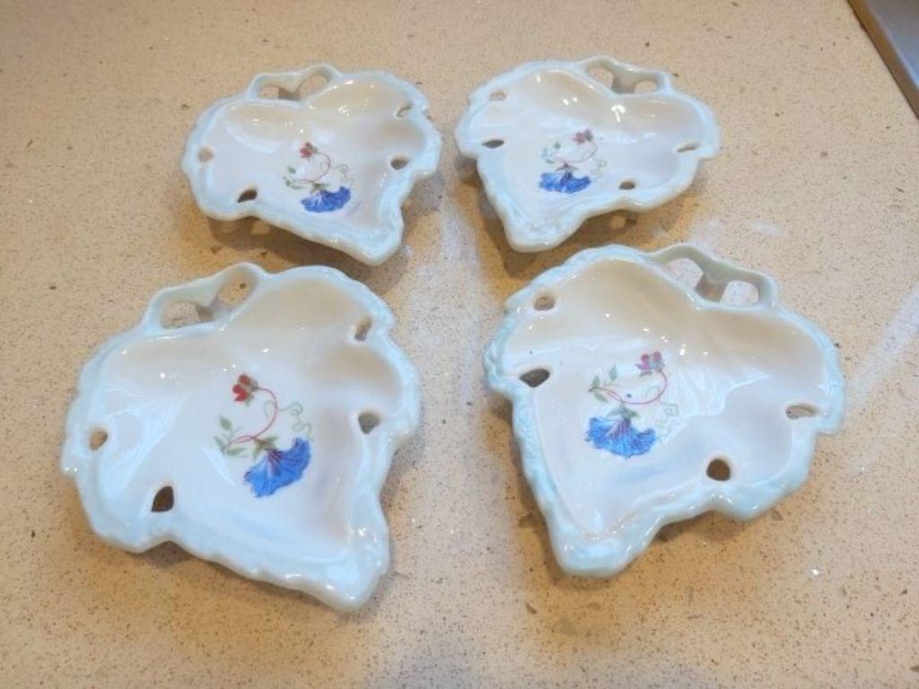 Vintage 4 adet Porselen Yaprak Formunda Damgalı Objeler resmi