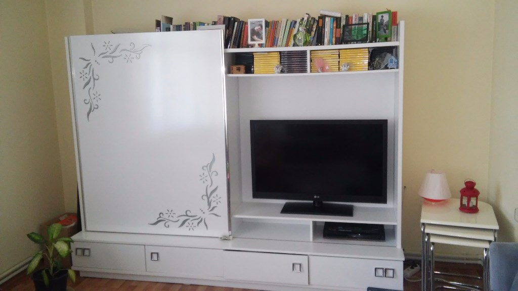 Beyaz tv ünitesi resmi