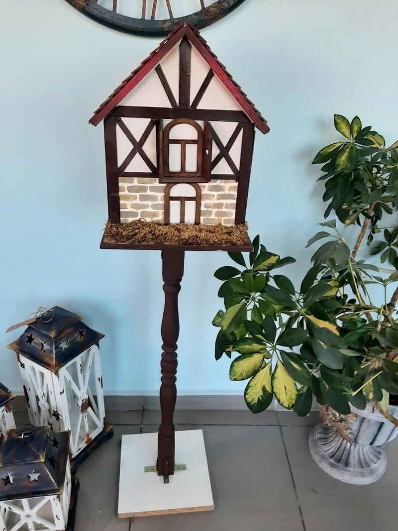 Ayakli kuş evi resmi