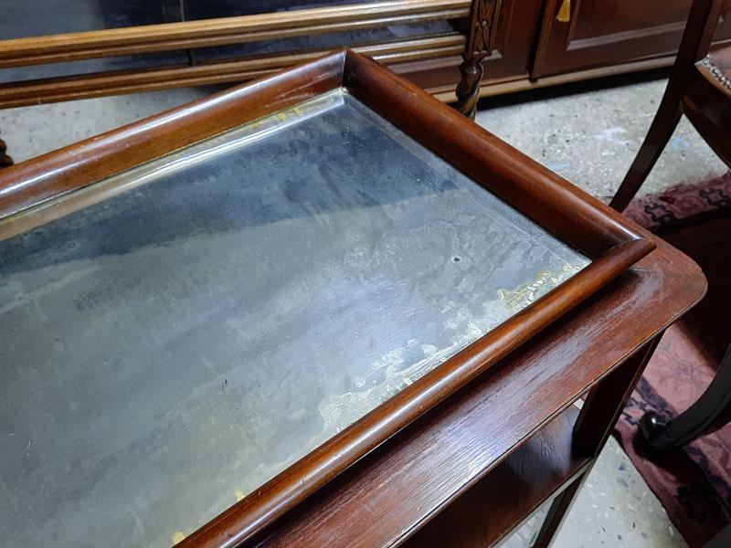Tepsili  sürme  camli eskilerin ceviz servis dolabı  resmi
