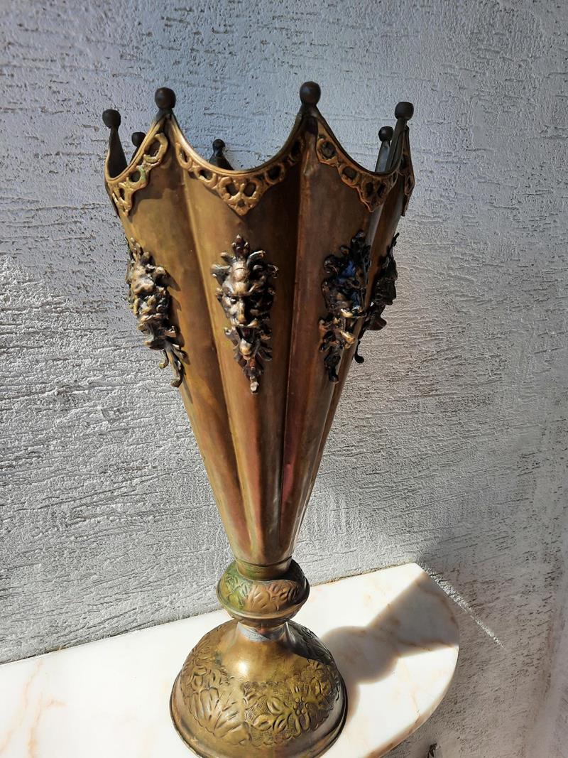 Antika pirinç bronz şemsiyelik resmi