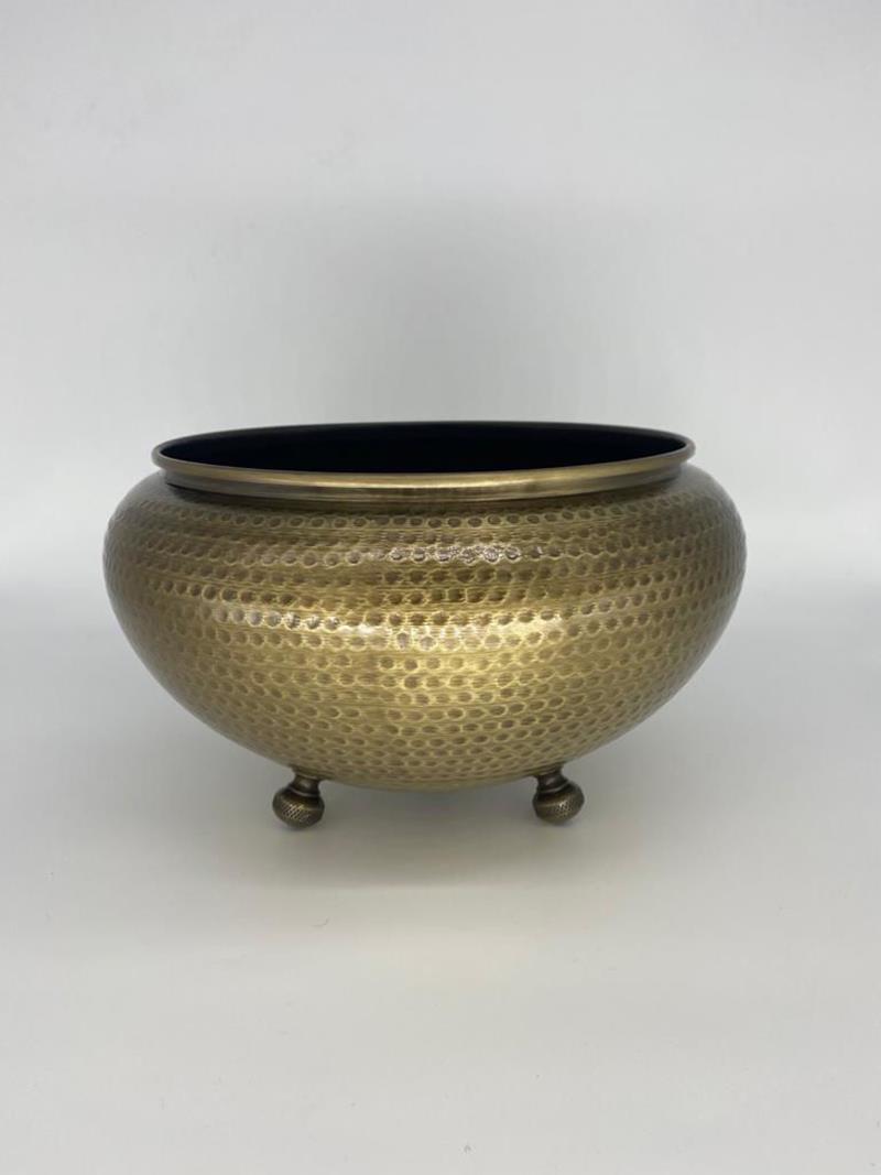 Dekoratif metal dövme saksı gold eskitme  resmi