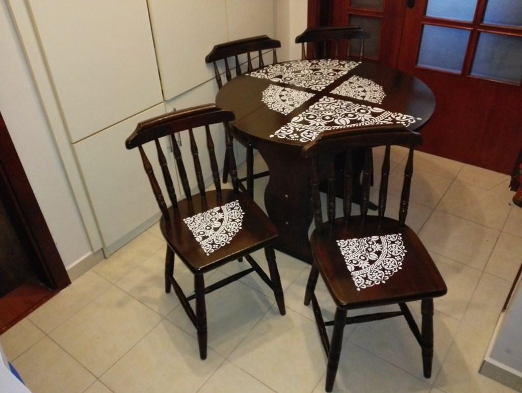 Antika Açılır Kapanır Masif Masa ve 2 Kütük Thonet Sandalye Takımı  resmi