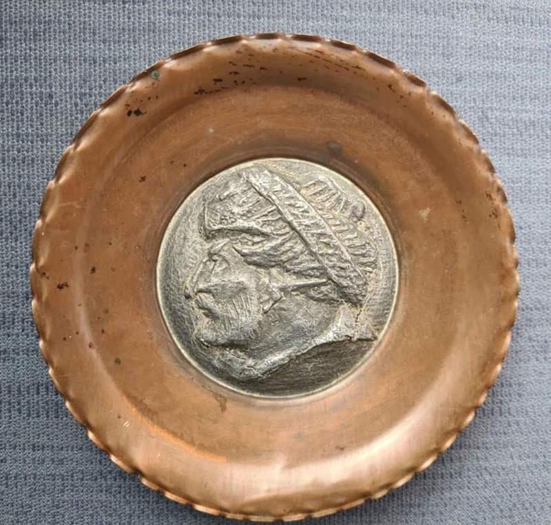 Fatih sultan mehmet han görselli bakır duvar tabağı. çap 14 cm olup antika bir üründür. resmi