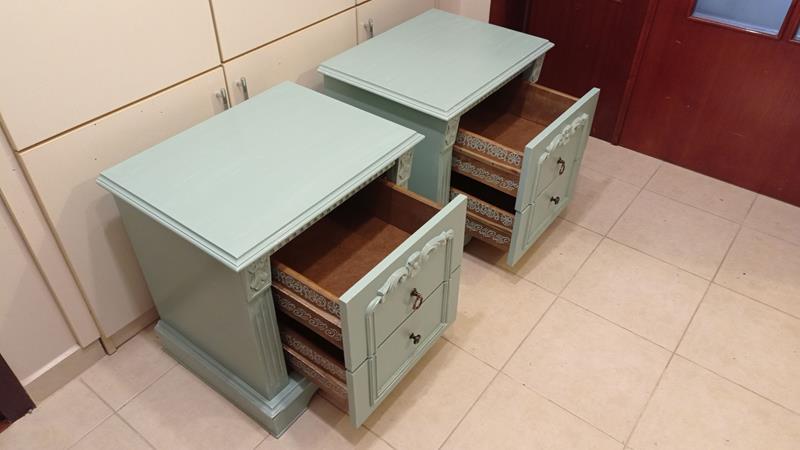 Antika oymalı soft yeşil eskitme zarif komodin takımı resmi