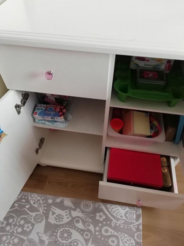 Çocuk odası şifonyer resmi